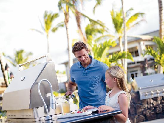 Westin Princeville Ocean Resort Villas: poolside BBQ