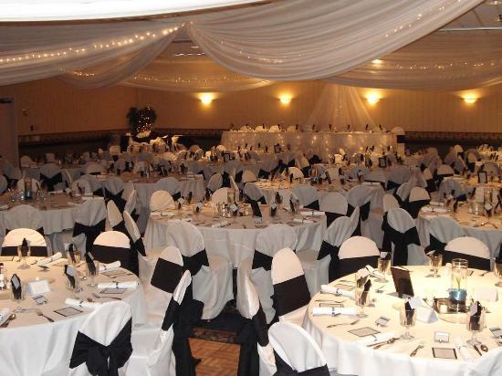 Shoreview, MN: Ballroom Wedding Set Up