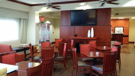 Hampton Inn & Suites Roswell: Lobby Area