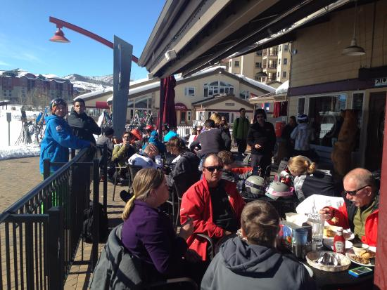 Slopeside Grill: Great people watching spot!