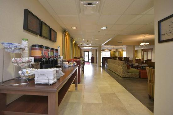 Hampton Inn Wytheville: View of Breakfast Area
