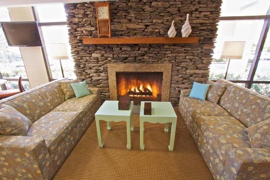Clarks Summit, PA: Lobby Fireplace