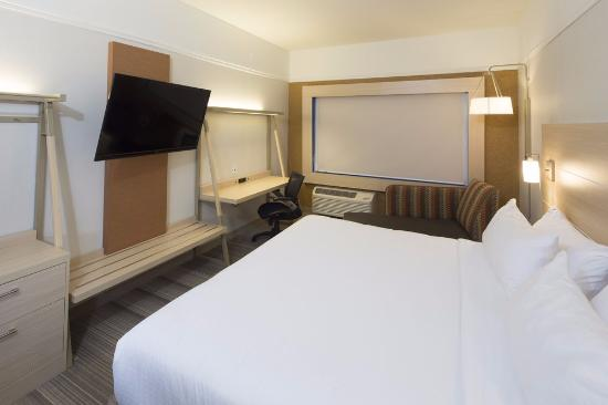 standard king room with chaise lounge chair picture of holiday inn rh tripadvisor com
