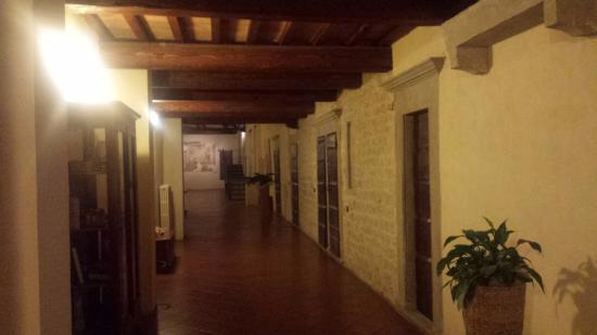 Residenza Antica Canonica: corridoio di accesso alle stanze