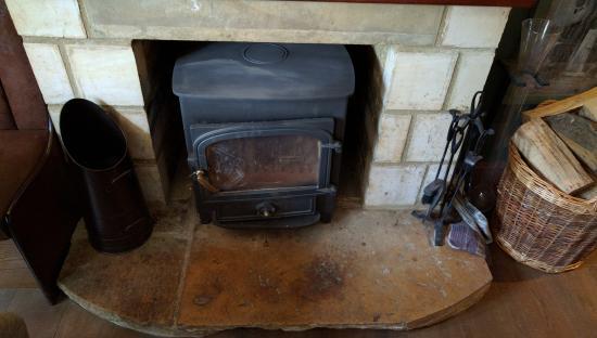 The Lamb Inn: decorative fireplace