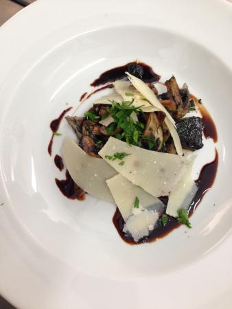 Esquina Restaurante: Mushroom with parmesan and balsamic reduction