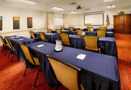 Studio 6 Lubbock TX: Meeting Room
