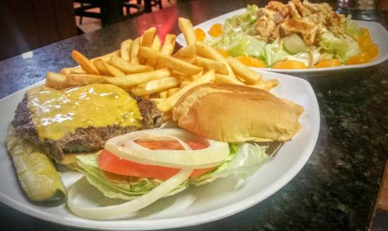 Sun City Center, FL: Juicy Cheeseburger with fresh fries on the side