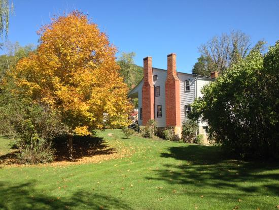 The Anderson Cottage Bed and Breakfast: Fall color, Anderson Cottage from southeast