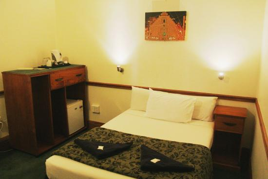 The Cambridge Hotel: Double room with shared bathroom