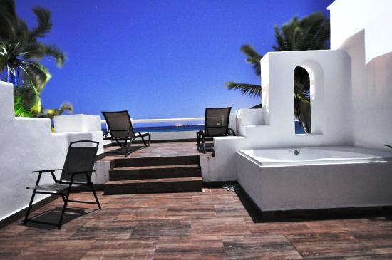 هوتل بيليكانو إن: Terrace, by night. Honeymoon room.