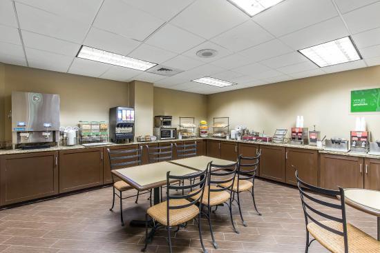 Comfort Inn and Executive Suites: Breakfast area