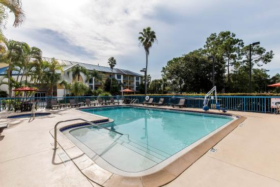 Comfort Inn and Executive Suites: Pool