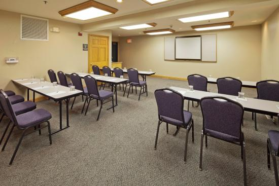 ‪‪Country Inn & Suites By Carlson, Port Washington‬: Meeting Room‬