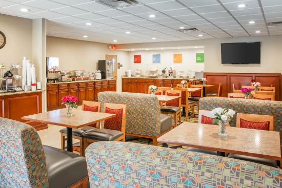 Comfort Suites Auburn Hills: Breakfast area
