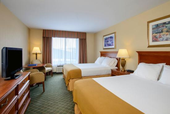 Holiday Inn Express Hotel & Suites Chester - Monroe - Goshen: 2 Queen Beds Guest Room