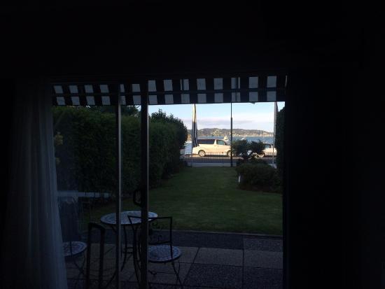 Ala-Moana Motel: View from Motel Unit #8 onto beach front