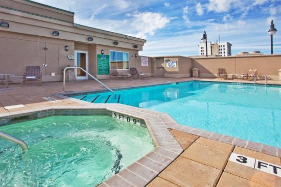 Holiday Inn Express Savannah-Historic District: Swimming Pool