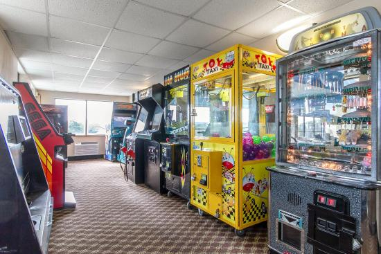 Clarion Hotel and Convention Center: Arcade