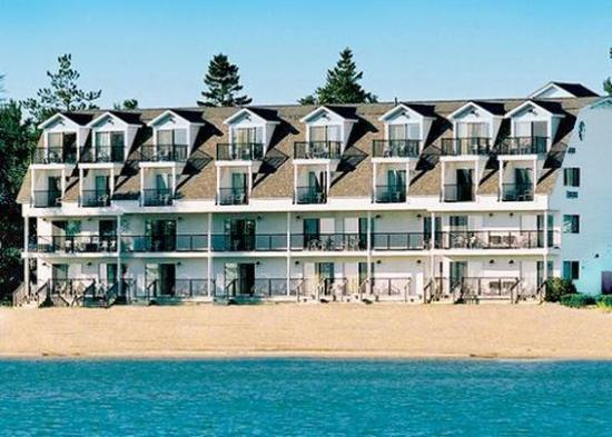 Quality Inn  U0026 Suites Beachfront  54    U03367 U03363 U0336