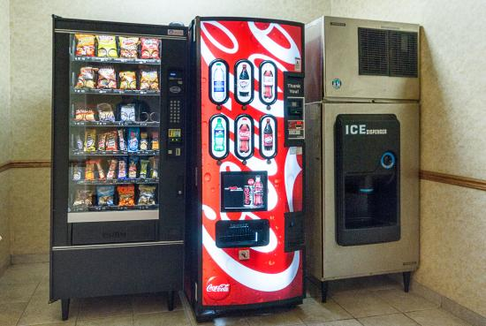 Quality Inn & Suites: Vending