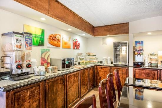 Quality Inn & Suites Coliseum: Breakfast