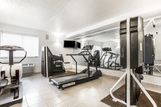 Quality Inn & Suites Coliseum: Gym