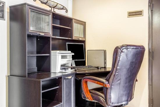 Quality Inn & Suites Coliseum: Computer