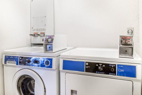 Quality Inn & Suites Coliseum: Laundry