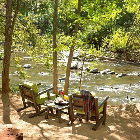 L'Auberge de Sedona: LAuberge Seating Creekside