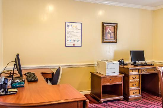 Clarion Inn Historic Strasburg Inn: Business Center