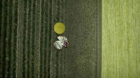 Holiday Inn Lethbridge: lots of garbage on floor