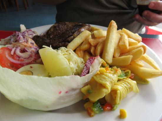 St Marys, ออสเตรเลีย: The coleslaw is amazing.
