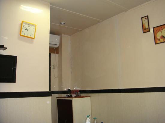 Hotel Travellers Inn: Inside a room