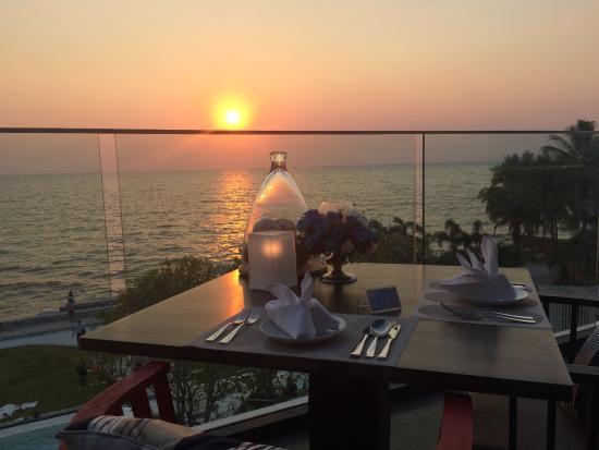 Sunset Dining Picture Of Veranda Resort Pattaya Mgallery