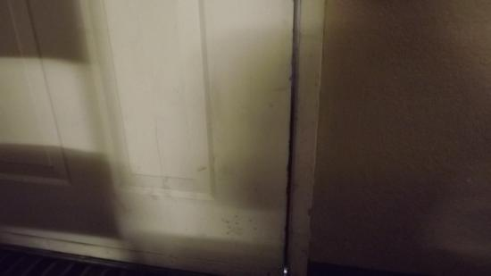 Econo Lodge: more caked on dirt, damaged door with opening at bottom