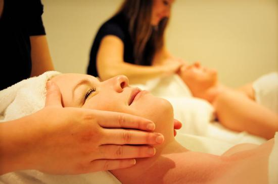 Airlie Day Spa & Hair Studio: Time for a dual spa facial