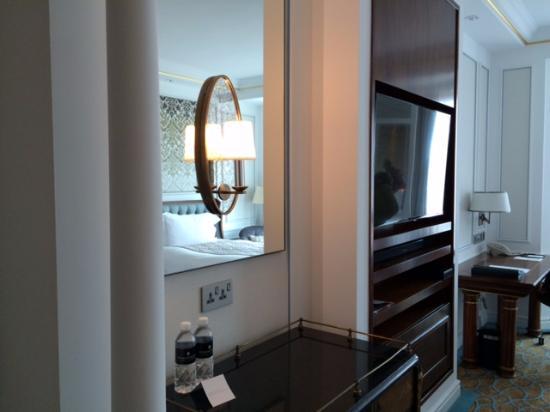 mirror mini bar tv and working desk picture of intercontinental rh tripadvisor com
