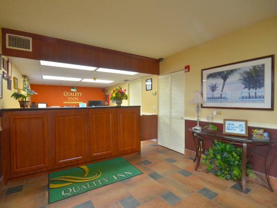 Quality Inn North: Lobby