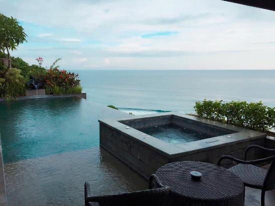 private jacuzzi and pool by the cliff and beach picture of banyan rh tripadvisor com
