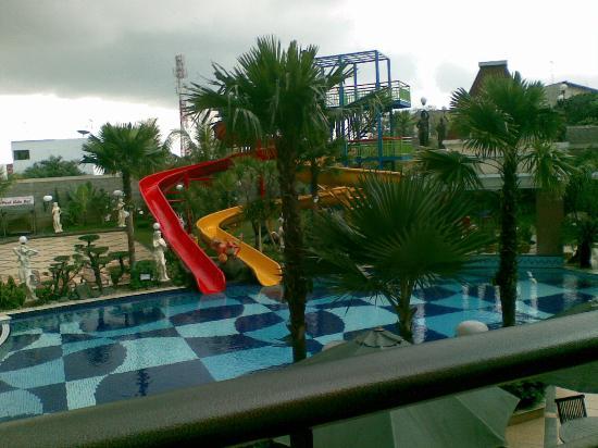 fasilitas kolam renang dilihat dari lt 2 hotel wahid picture of rh tripadvisor ie