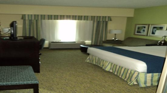 Dickson City, PA: King Bed Guest Room