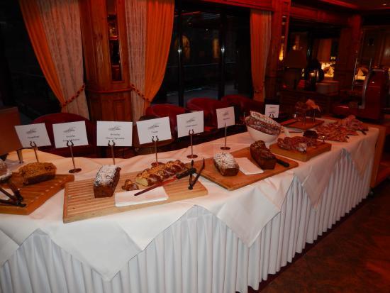 Buffet petit d jeuner picture of hotel restaurant spa julien fouday tripadvisor - Petit buffet salon ...