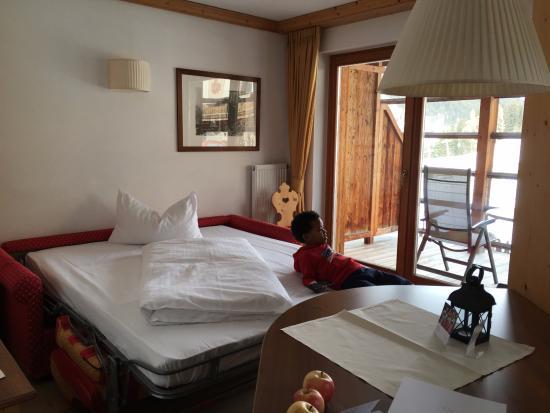 Camere Con Divano Letto : Camera con divano letto picture of post alpina family mountain