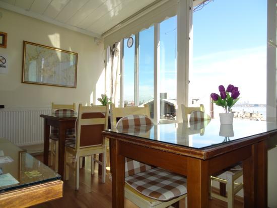 Tulip Guesthouse: Breakfast room