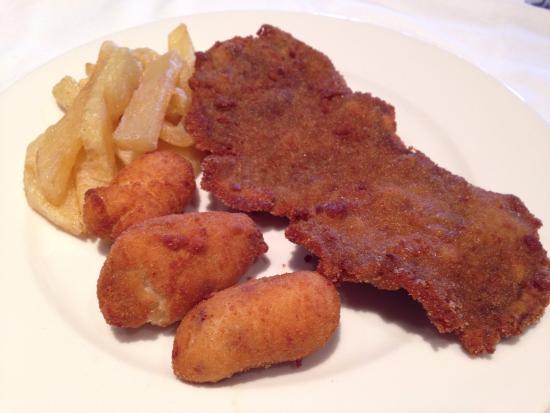 Escalope de ternera con croquetas de jam n ib rico y patatas fritas fotograf a de vara - Restaurante vara illescas ...