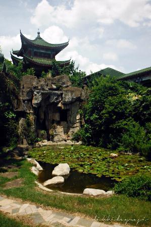 Hairui's Tomb: pagoda kecil