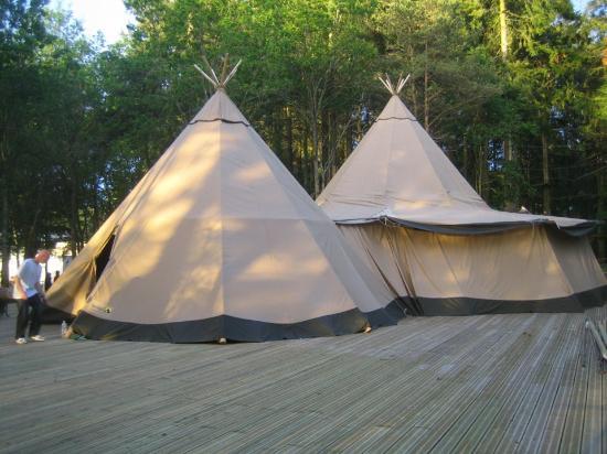 La Vallée des Korrigans et Tépacap : Les tipis de réception