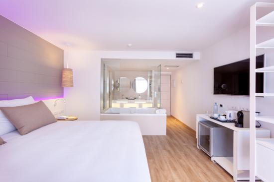 Romance room with hot tube in room picture of tigotan - Hotel noelia tenerife ...