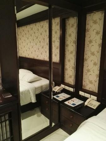 Rayaburi Hotel Patong: IMG_20160229_141443_large.jpg